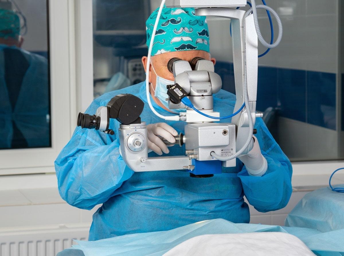 Хірургія катаракти та глаукоми-min